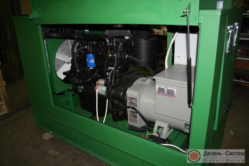 Фото электрогенератора дизельного АД-50С-Т400-1РМ в капоте
