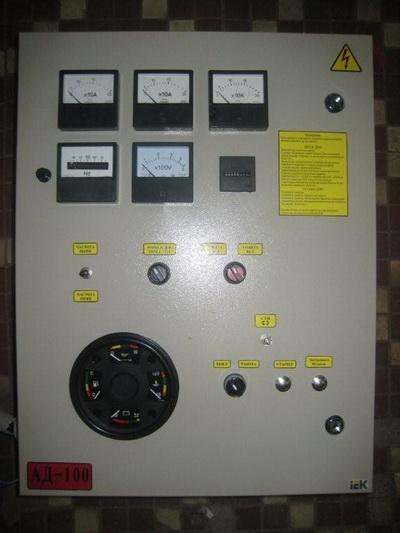 фото АД 400 щит управления со стрелочными приборами